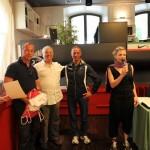 Victor Vella, consegna pettorali e Angelo Mazzoli, responsabile partenza